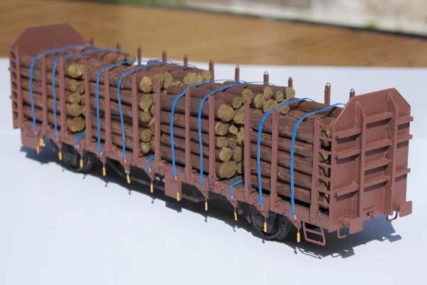 Sestavování leptané stavebnice vozu Laaps